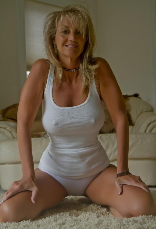 Super hot MILF with nipple peek