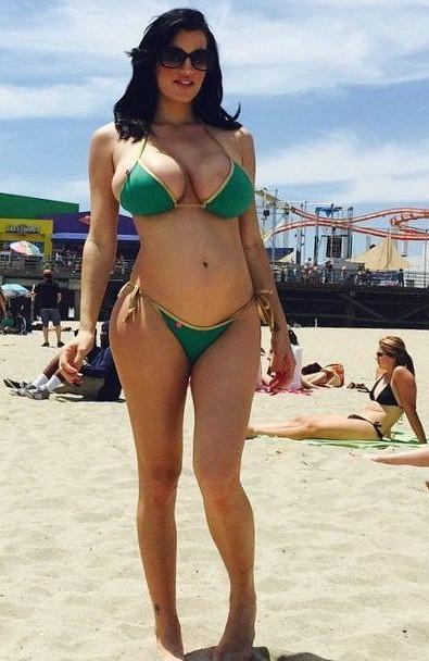 Thicc curvy beach babe
