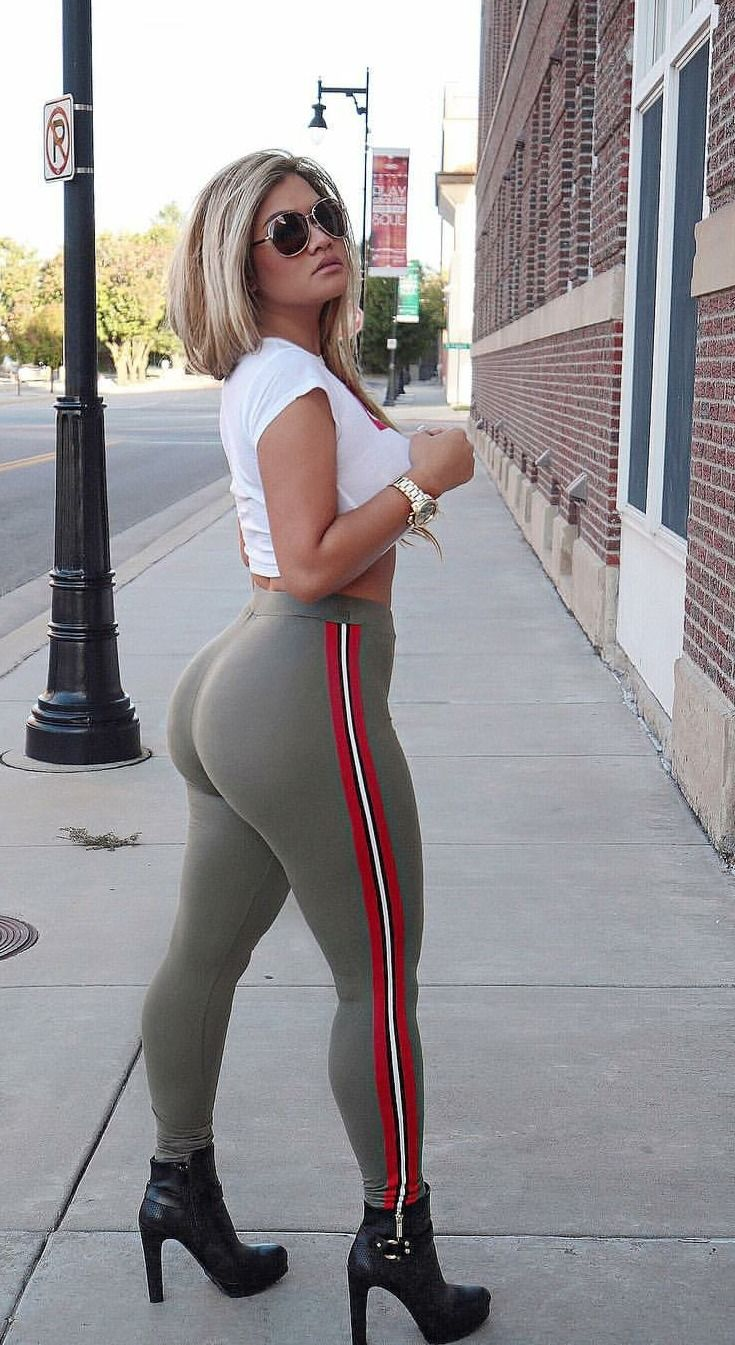 Thicc thighs in sexy leggins