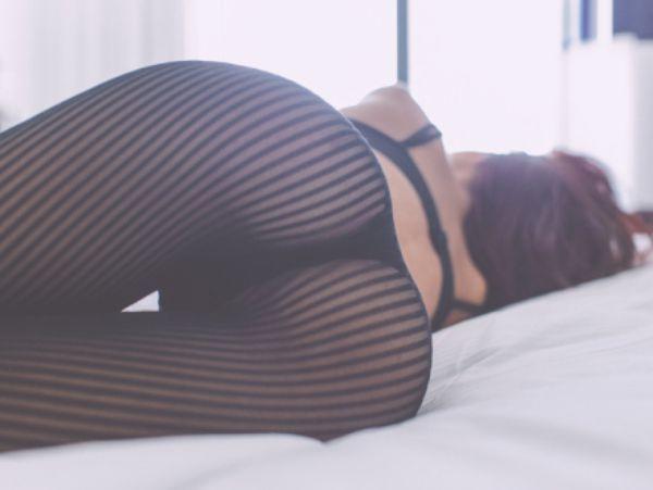 Girlfrind shows thigh gap