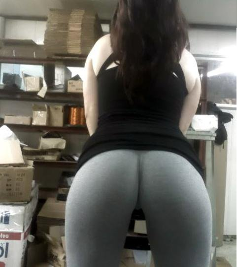 Yoga pants babe of the day