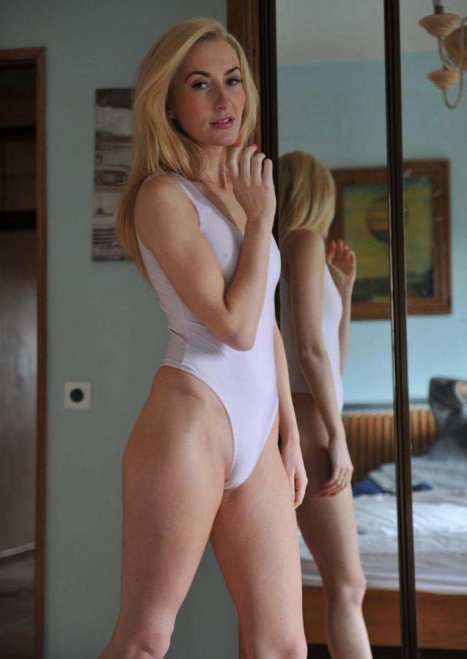 MILF Hot Babe Gallery