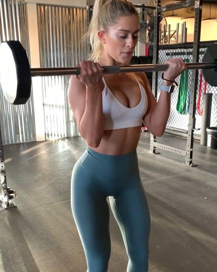 Tight gym babe