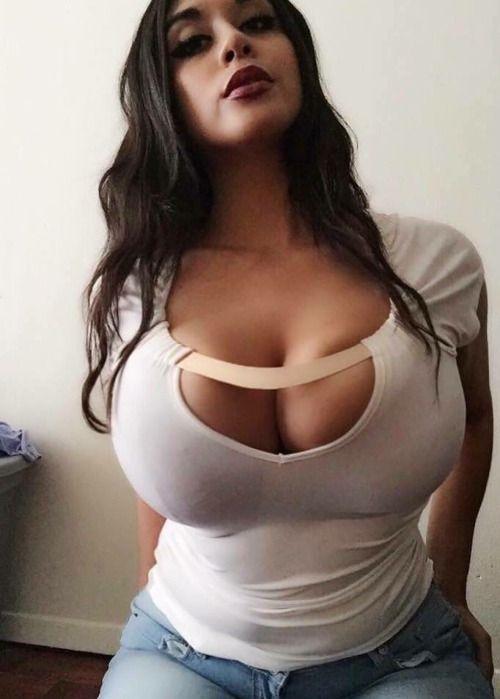 Massive tits babe
