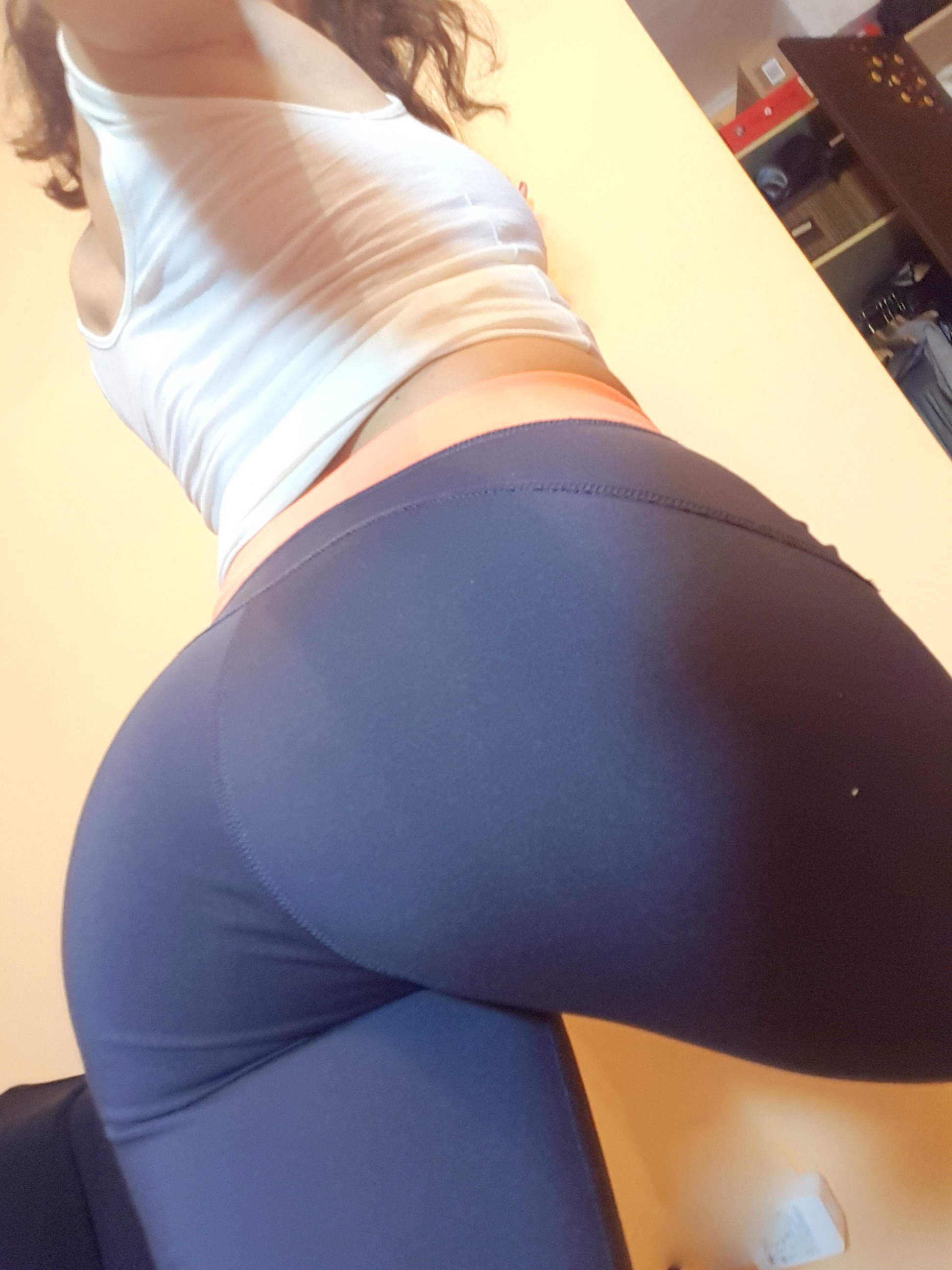 yoga pants babe