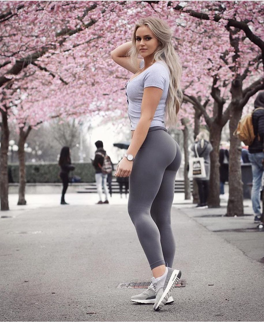 Outdoor fit babe