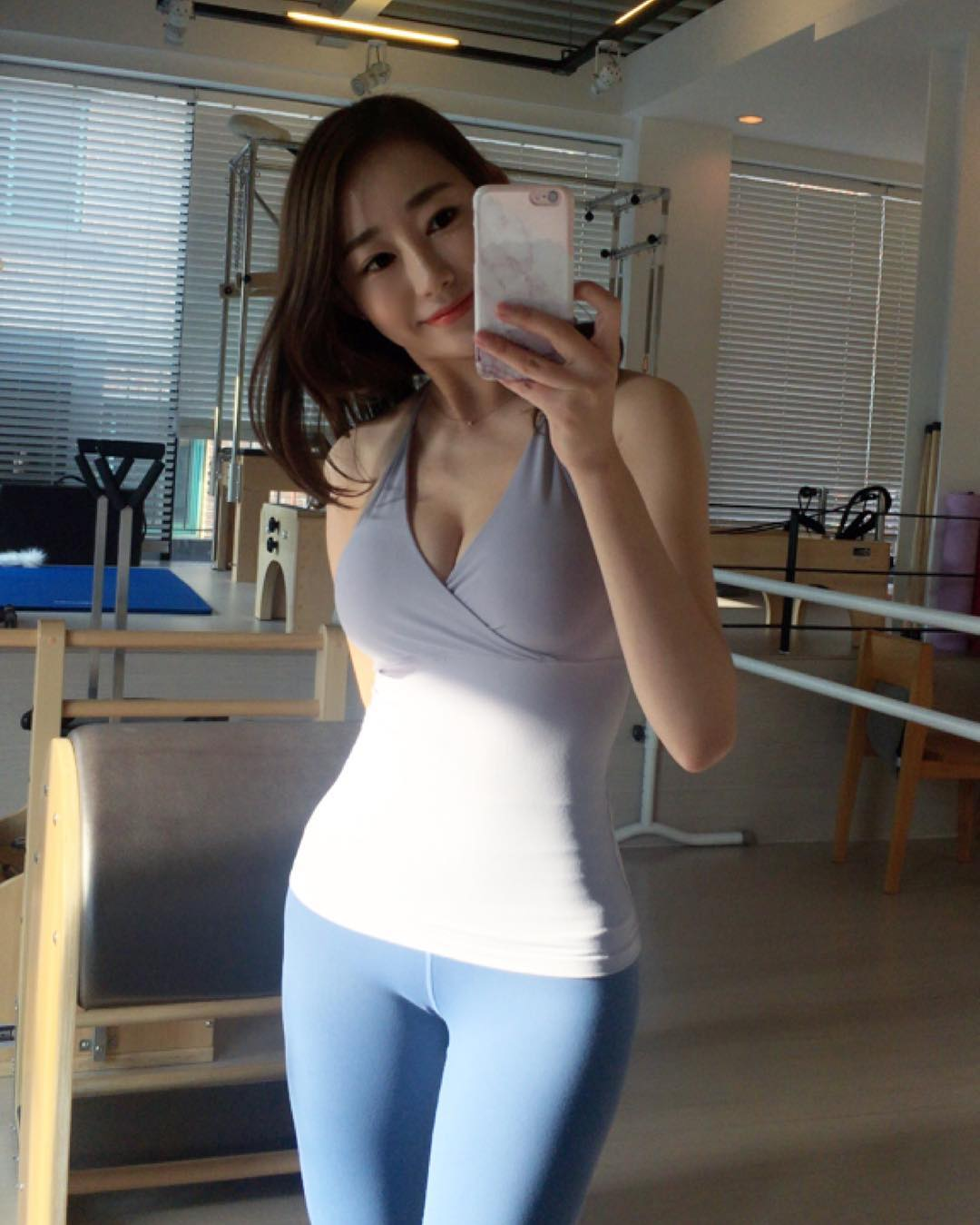 Sexy Asian selfie babe