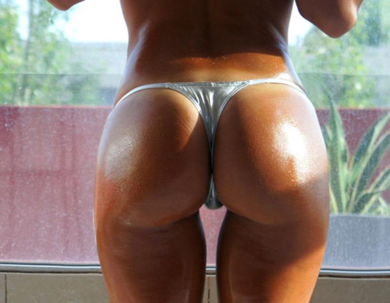 Oily thigh gap and mega sexy ass