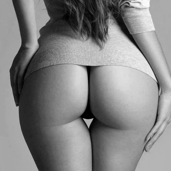 Heart shaped thigh gap and juicy buttox