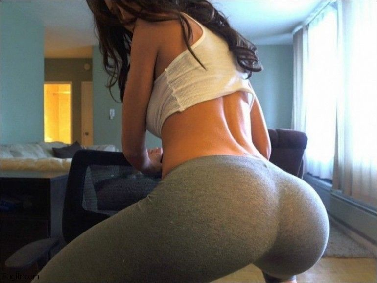 Babe squats and shows ass