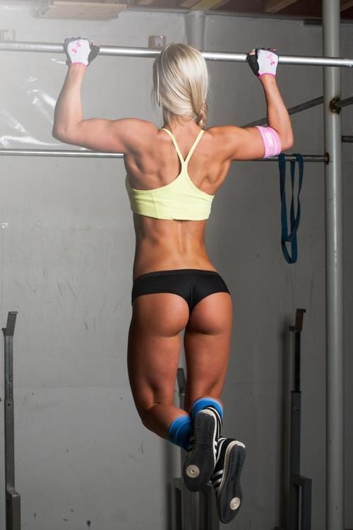 Workout babe showing ass